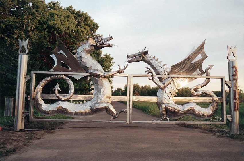 [Image] Large Metal Dragon Gate